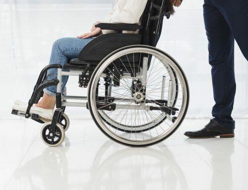 I consigli della Dottoressa – Camminare dopo la malattia: gli ausili che facilitano il movimento